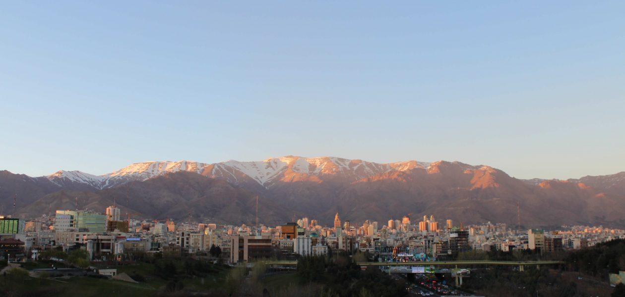 Tabiat Köprüsü'nden heybetli Tahran dağları
