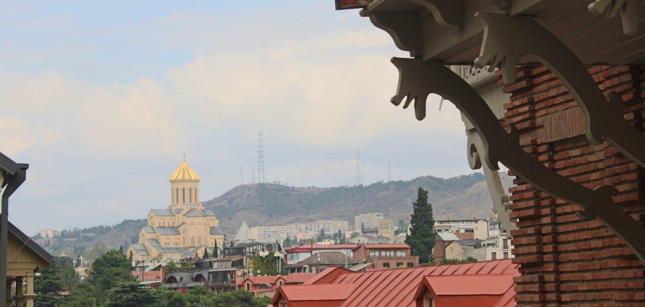 Tiflis sokakları ve St. Trinity Katedrali